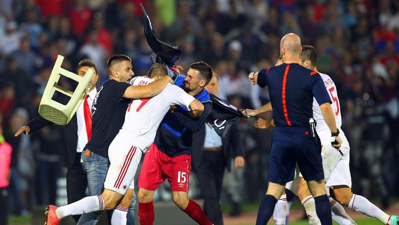 Mecz Serbia - Albania zakończył się skandalem. Spotkanie zostało przerwane.