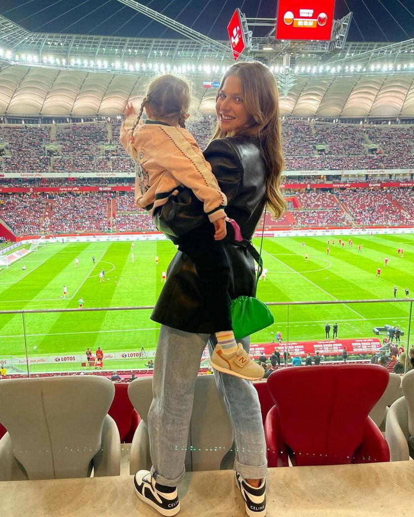 Anna Lewandowska z córką kibicuje Robertowi na meczu Polska-Albania