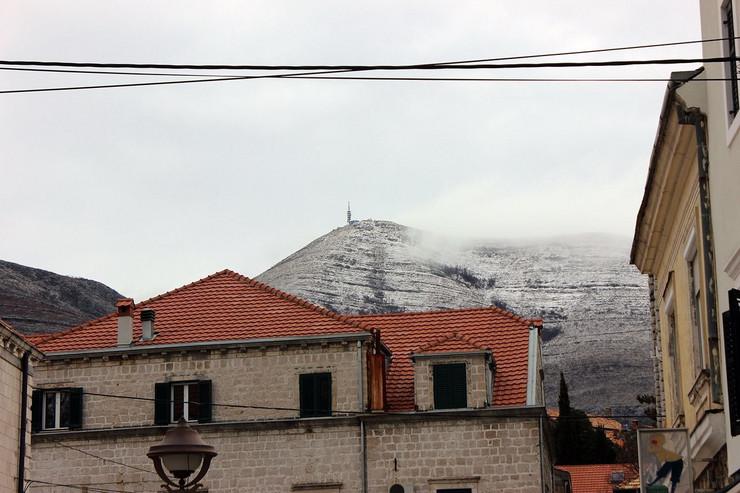 sneg na leotaru