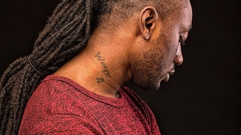 Pappy Kojo with a tattoo