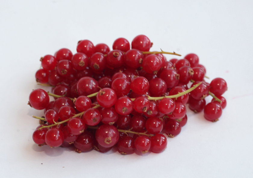 Te owoce usuwają piegi