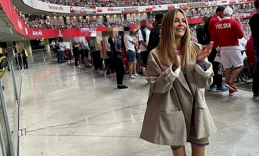 Małgorzata Rozenek-Majdan zamieściła zdjęcie, jak kibicuje Polakom. Internauci uznali, że nie kibicuje, tylko... się lansuje!