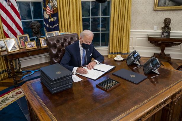 W pierwszym dniu urzędowania nowego prezydenta tylko jeden z 25 nominowanych przez Bidena członków gabinetu został zatwierdzony przez Senat, co jest najniższą liczbą w historii z uwagi na opóźnienia pracy kontrolowanej dotąd przez Republikanów izby.