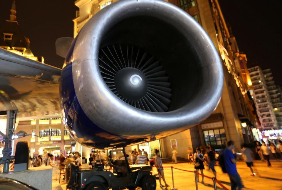 Li Yang chce trafiać nie tylko w kulinarne gusta fanów lotnictwa. Za cenę 45-60 dol. można usiąść w kokpicie i poczuć się jak pilot w symulatorze..