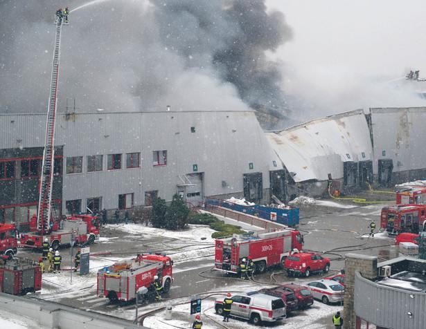 Jak nas informuje biuro prasowe Komendy Stołecznej Policji, biegły nie zbadał jeszcze miejsca zdarzenia, więc przyczyny pożaru nie są na razie znane.
