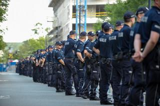 KSP: Podczas legitymowania policjant ma dostać dokument do ręki