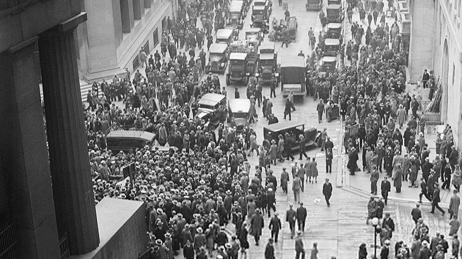Zamknięcie nowojorskiej giełdy 24 października 1929 r. (domena publiczna)