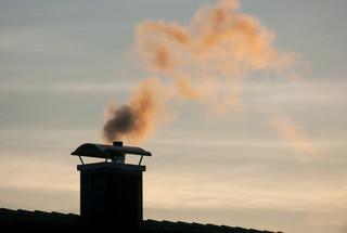 Brak podstaw do zwolnienia z opłat śmieciowych dla mieszkańców niewytwarzających popiołu