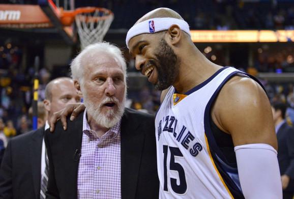 Trener San Antonija Greg Popovič i NBA legenda, član Memfisa, Vins Karter