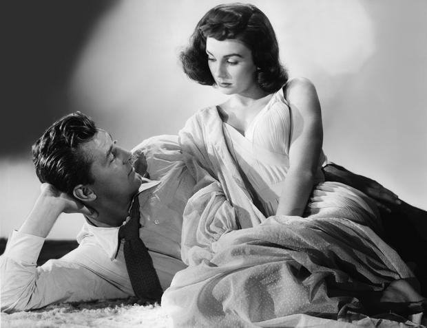 """Robert Mitchum i Jean Simmons w filmie """"Twarz anioła"""""""