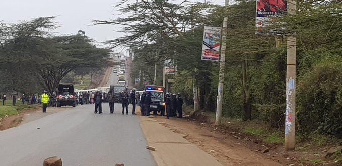 Motorist stuck along Magadi Road after Multimedia students barricade the road