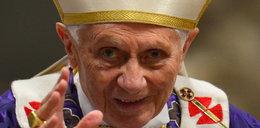 Papież oślepł na jedno oko i ma...