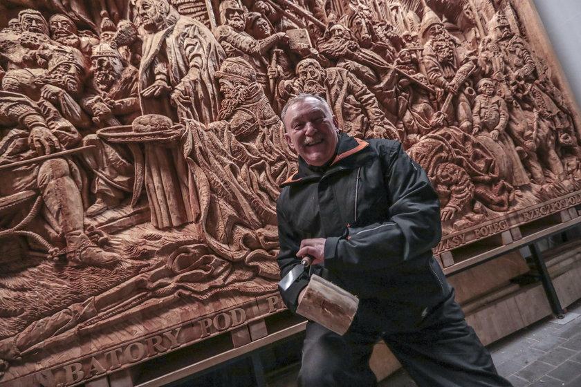 Rzeźbiarz z Zielonej Góry wystrugał obraz Matejki