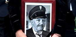 """Oddali hołd Turkowi. Pogrzeb listonosza w """"Złotopolskich"""""""