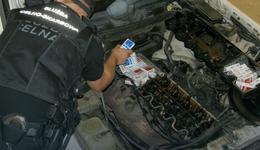 Połowce: służby znalazły papierosy w silniku auta