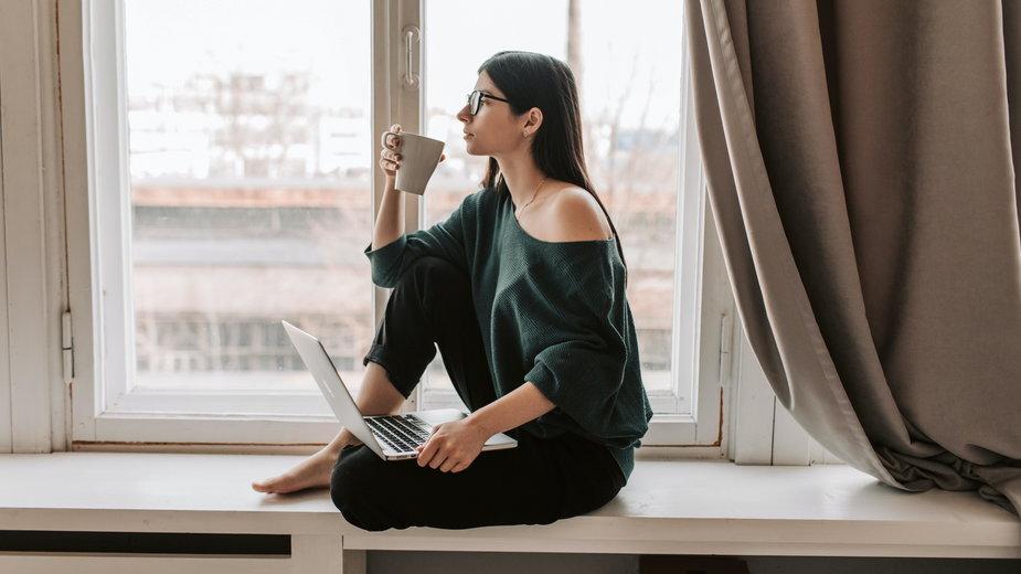 Jak odzyskać pewność siebie po utracie pracy?, foto. Vlada Karpovich (Pexels.com)