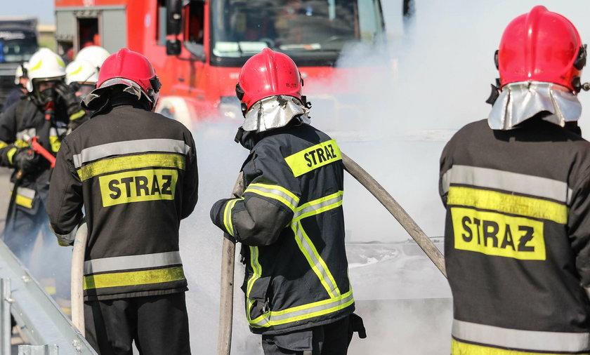 Strażak ranny podczas pożaru! Helikopter LPR w akcji