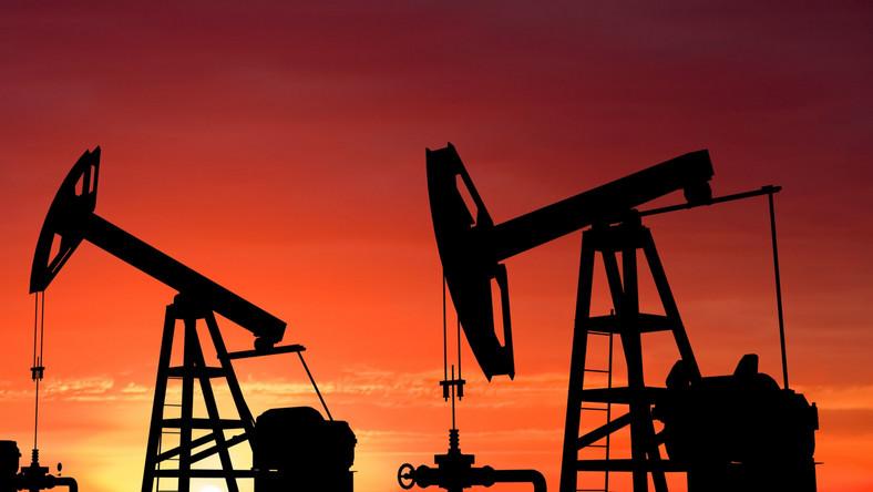 Cena ropy spadła poniżej 45 dolarów