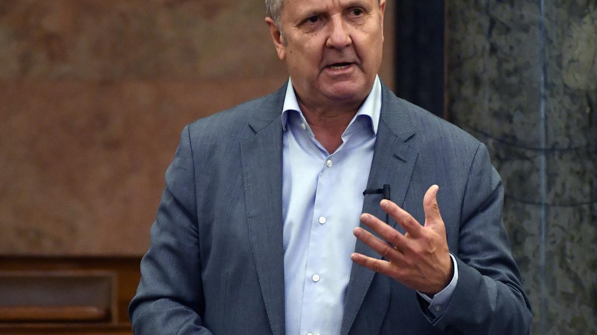 A DK-s Molnár Gyula feljelentést tesz az őt lejárató telefonhívások miatt