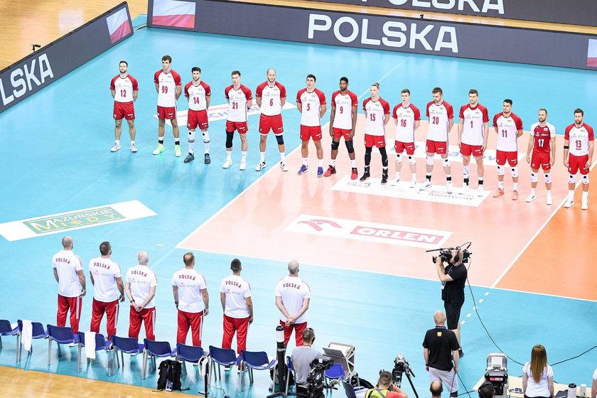 Mazurek Dąbrowskiego przez pięć spotkań nie będzie więc zagrzewał do walki drużynę Vitala Heynena (52 l.).
