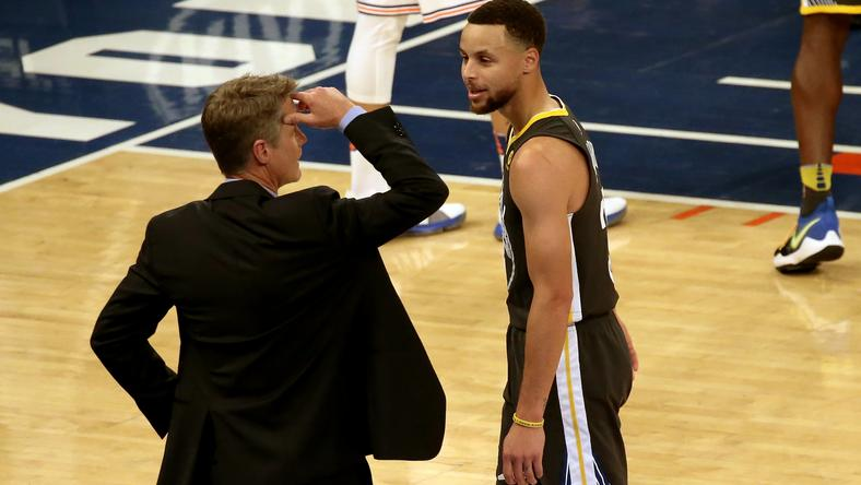 Steve Kerr (z lewej) i Stephen Curry
