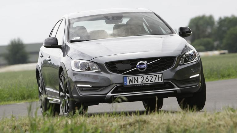 Volvo S60 D4 AWD Cross Country - sedan na szczudłach