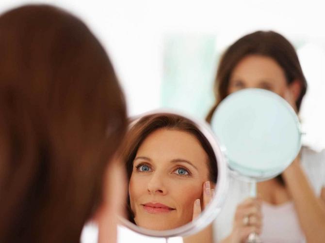 Резултат слика за žena ispred ogledala