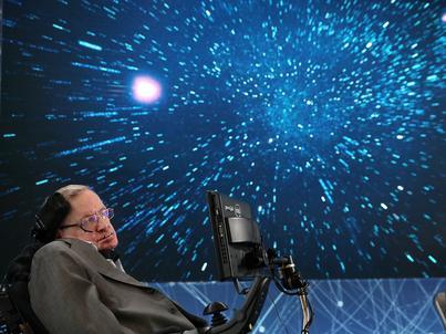 Stephen Hawking był jednym z autorów pracy dotyczącej równoległych wszechświatów