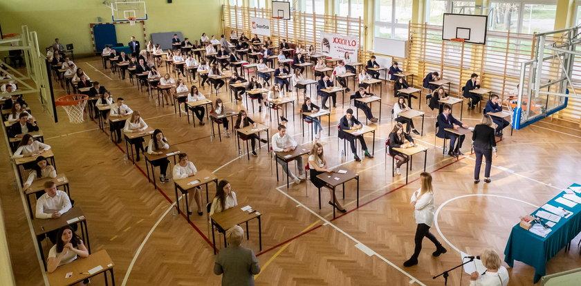 9 tysięcy gimnazjalistów dostało nowe oceny z egzaminu. Przez błąd informatyka