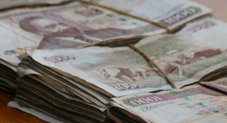 Bundles of Kenyan notes (Twitter)