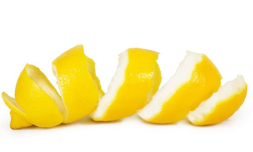 Obierki, odpadki zawierają mnóstwo witamin. Jak używać obierki?