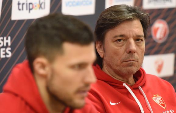 Andrija Gavrilović, pored Bilija Berona, na konferenciji za štampu pred Crvena zvezda - Asvel