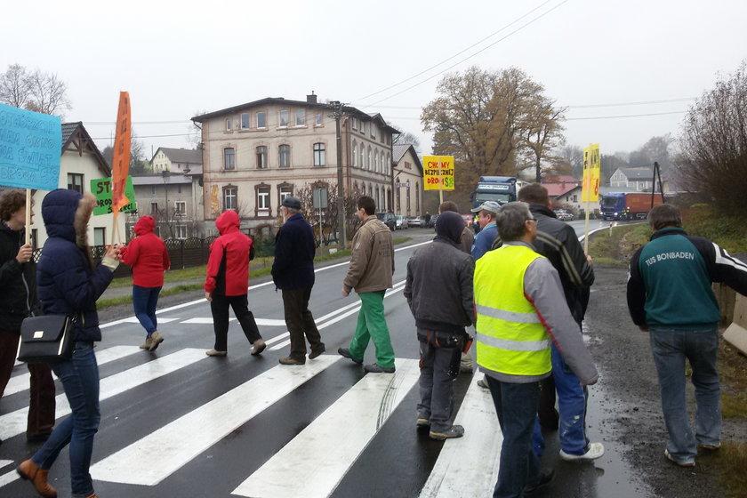 Protest na drodze krajowej nr 8 w Szczytnej