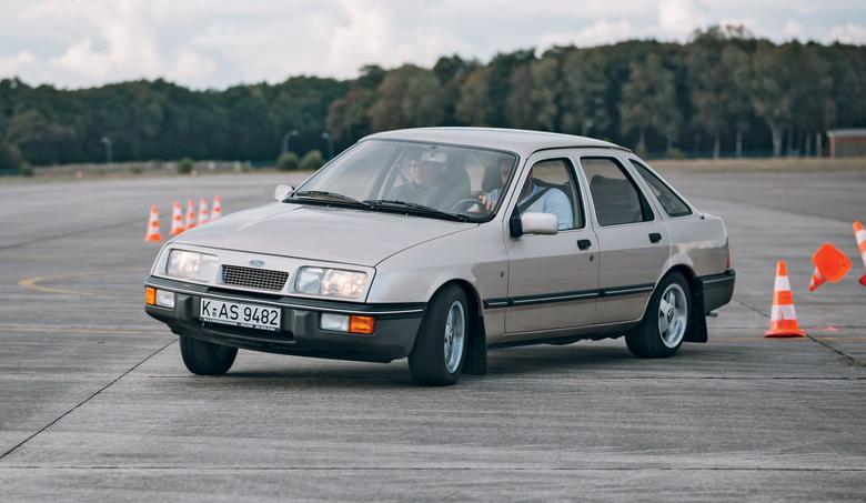 Ford w roli ikony stylu i wzorca aerodynamiki? Ależ tak! Sierra potrafiła kiedyś szokować!