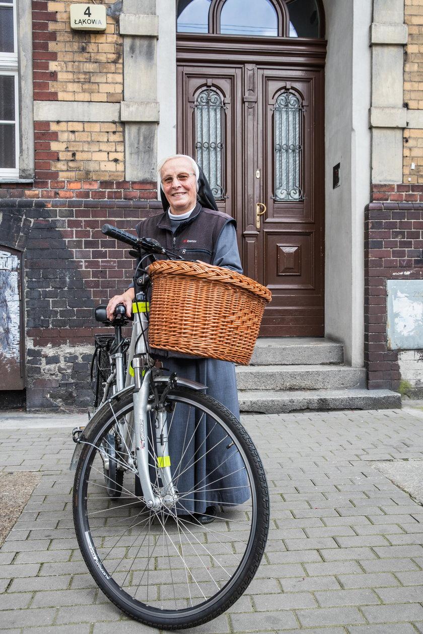 Zakonnica z Poznania pędziła na rowerze do grobu świętego Jakuba