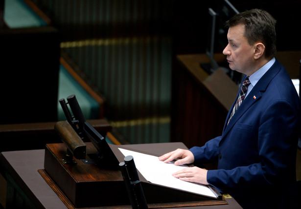 Szef MSWiA Mariusz Błaszczak przedstawia w Sejmie, projekt ustawy o SOP.