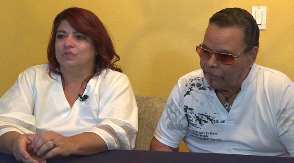 Tina sa suprugom Erikom, koji nije otac, ali se venčao s njom kratko vreme pošto se porodila