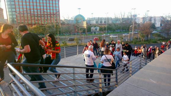 Navijači polako ulaze na stadion