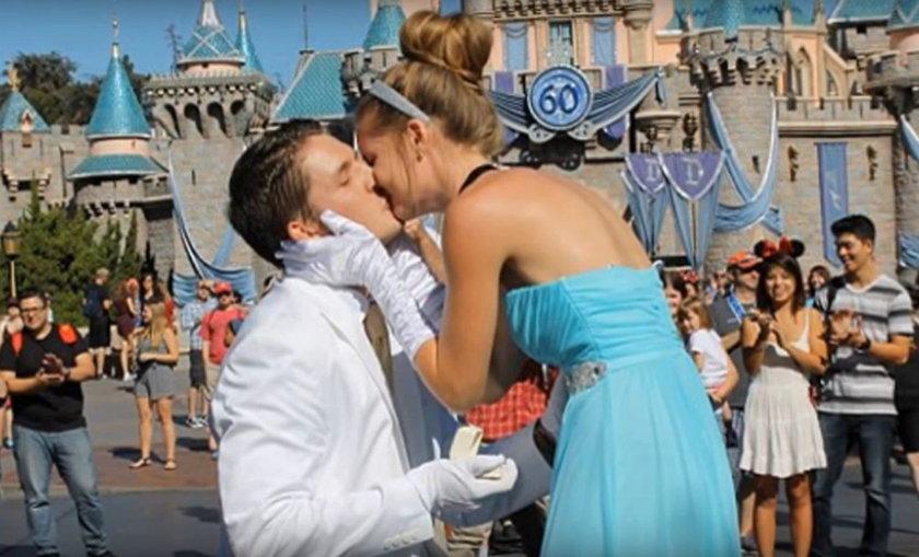 Chris Cole oświadczył się Courtney w Disneylandzie