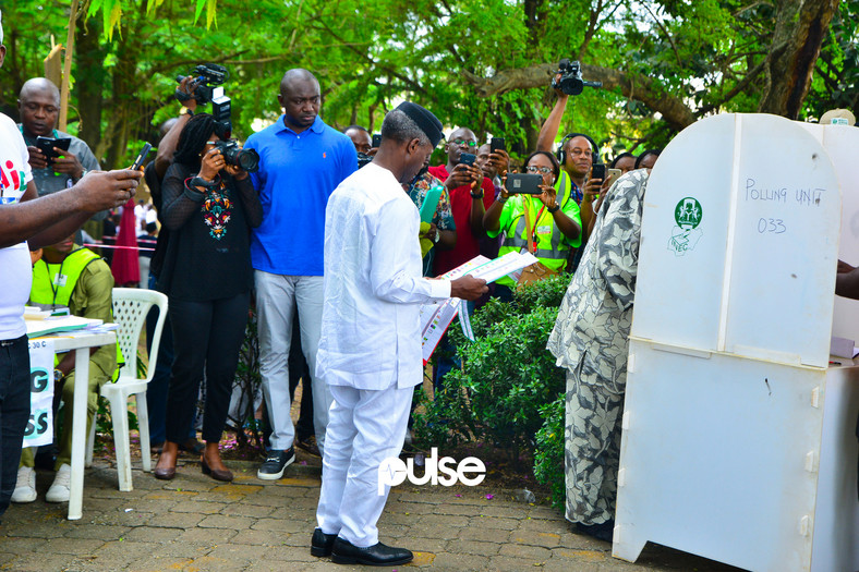 Vice president, Yemi Osinbajo arrived his VGC polling unit around 10 am (Pulse)