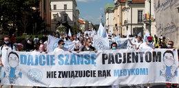 Protest medyków w Warszawie. Nie zgadzają się na zaostrzanie przepisów