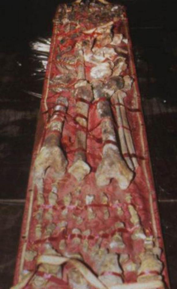 Nesumnjivo potvrđeno da su ovi zemni ostaci stvarno kosti Karla Velikog