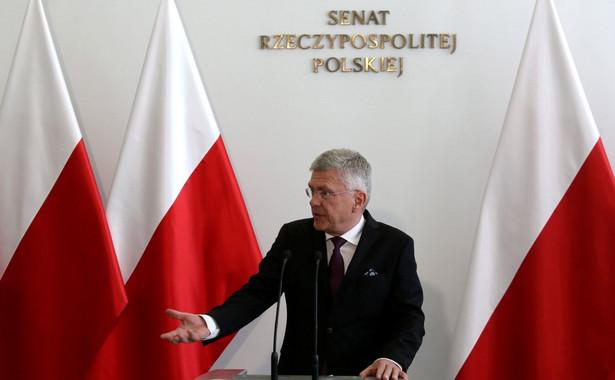 Karczewski był pytany przez dziennikarzy, dlaczego w tej sprawie prokuratura przez rok nie była w stanie postawić zarzutów.