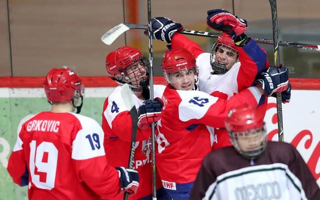 Srpski hokejaši proslavljaju trijumf nad Izraelom