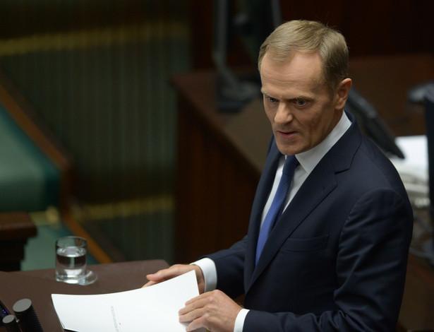 Premier Donald tusk podczas informacji ws. afery podsłuchowej. Fot. PAP/Radek Pietruszka
