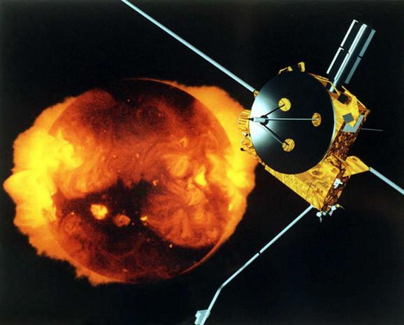 Svemirska letelica Uliks kod Sunca - kompjuterski generisana slika NASA-e