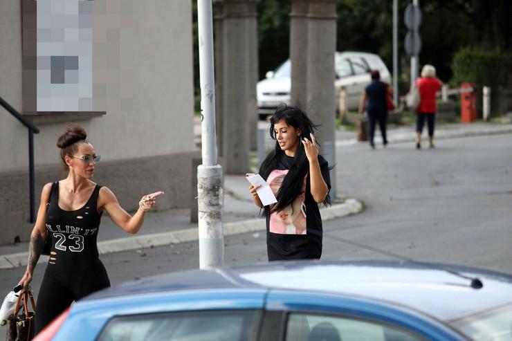 Aleksandra Subotić u mini haljini napustila bolnicu posle smanjenja grudi, EVO KAKO IZGLEDA, ali i zbog čega je Ljuba morala da joj pritrči u pomoć