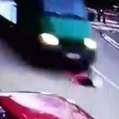 """JEZIV SNIMAK KRUŽI FEJSBUKOM Vozač koji je kamionom udario devojčicu u Paraćinu kaže da """"NIJE NI PRIMETIO"""" DA JE POKOSIO"""
