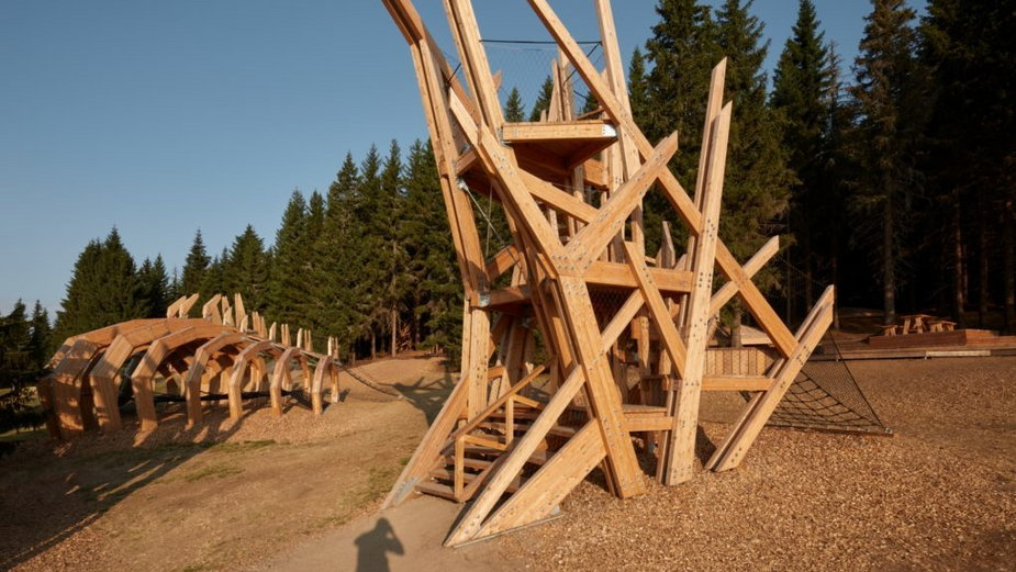 W Karkonoszach zbudowali park rozrywki z ogromnymi rzeźbami. Oto Pecka Playspace