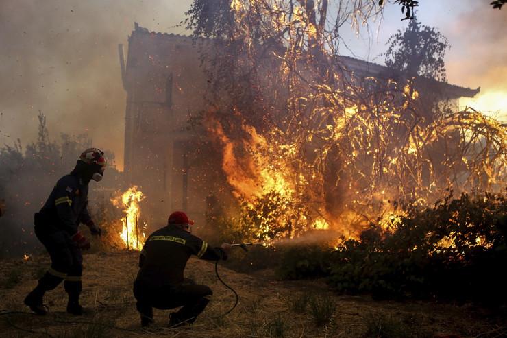 Besne požari u Grčkoj